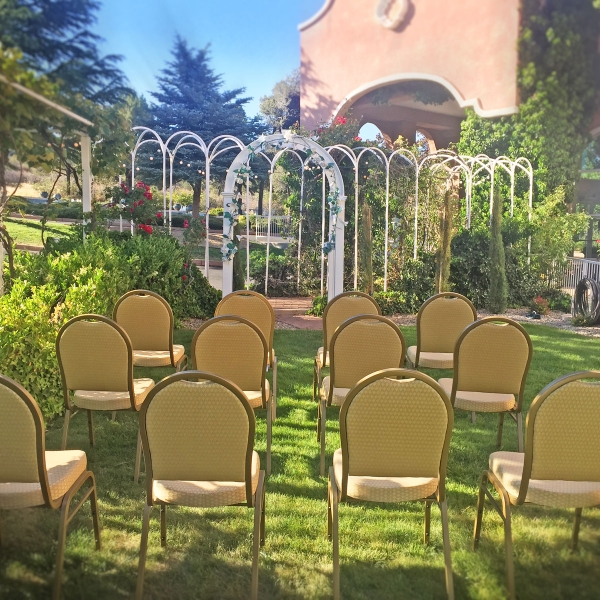 Prescott courtyard wedding at Forest Villas Hotel